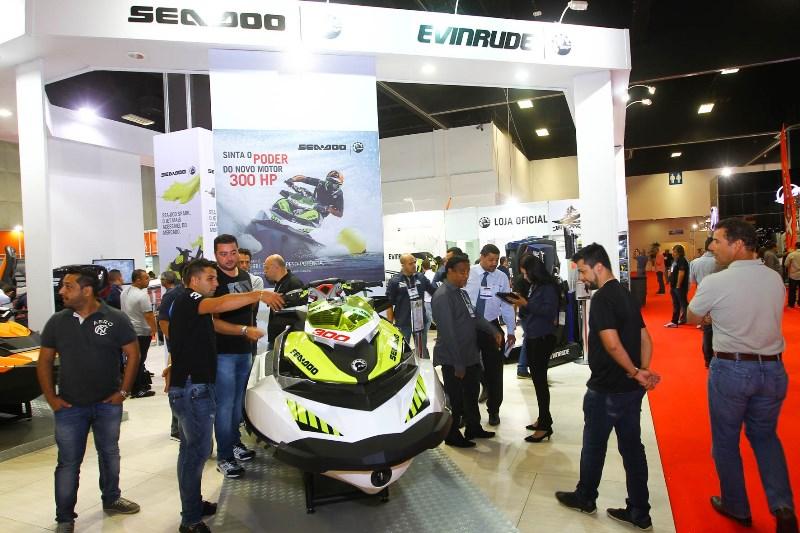 Nova moto aquática Sea-Doo RXP-X 300, destaque do estande da BRP no SP Boat Show 2015. Crédito: Café Fotos / Mundo Press