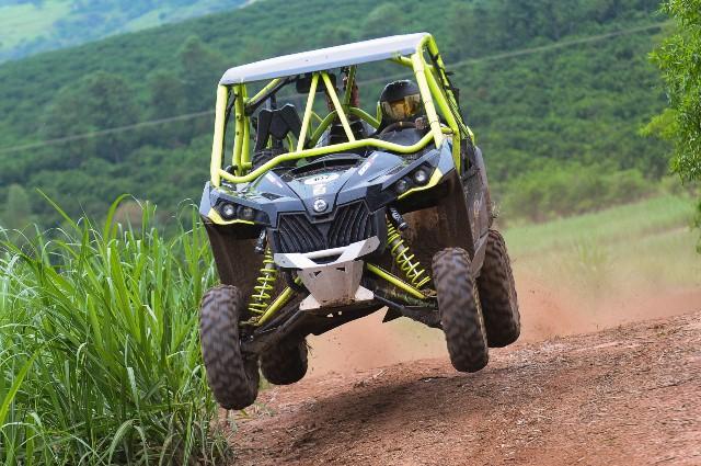 Campeão brasileiro da Turbo Production, Dimas de Melo Pimenta III acelera o Can-Am Maverick Xds Turbo no Rally Rota Sudeste 2015 Crédito: Doni Castilho/DFotos